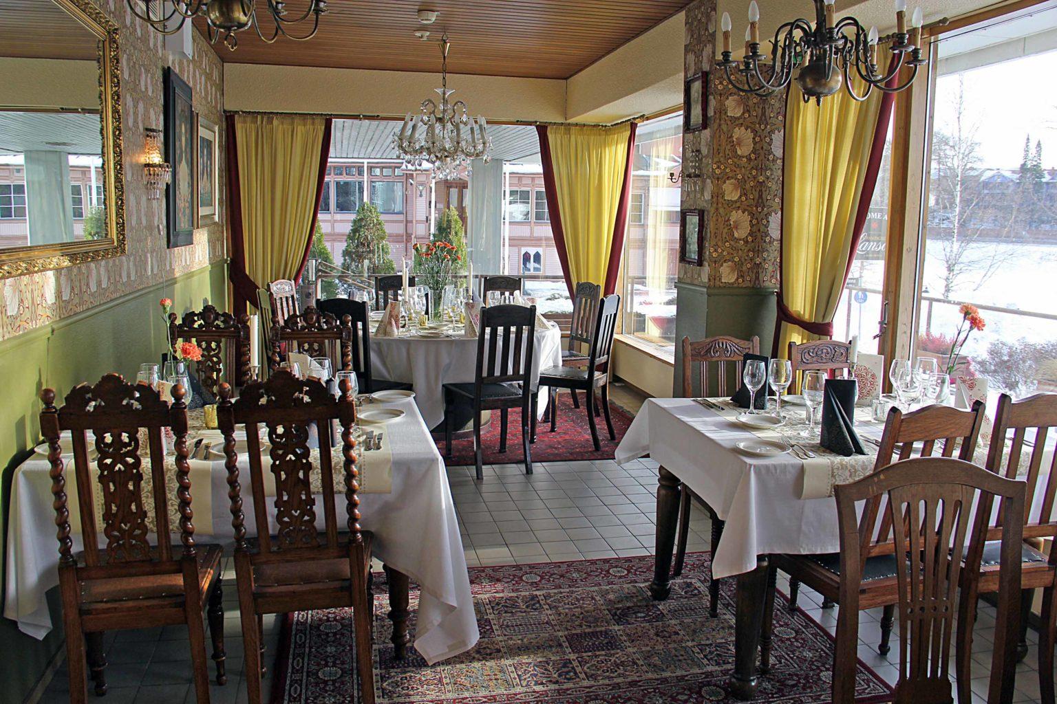 Kaunis Amanda-kabinetti toimii ravintolana ympäri vuoden.